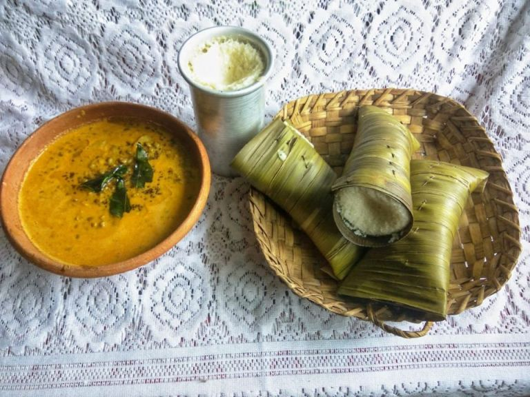 Moode Gasi - Traditional Idli/Rice cakes with green gram curry